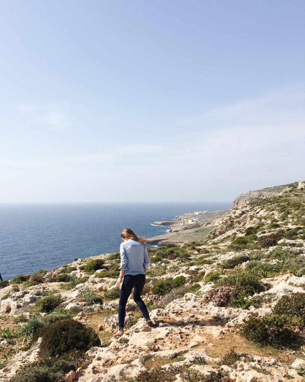 Guide to Malta. Petite Suitcase