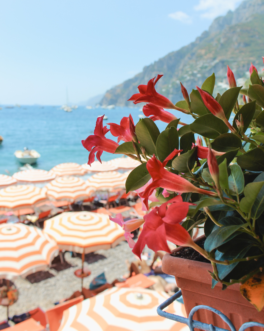 A Day at Bagni d\'Arienzo in Positano - Petite Suitcase
