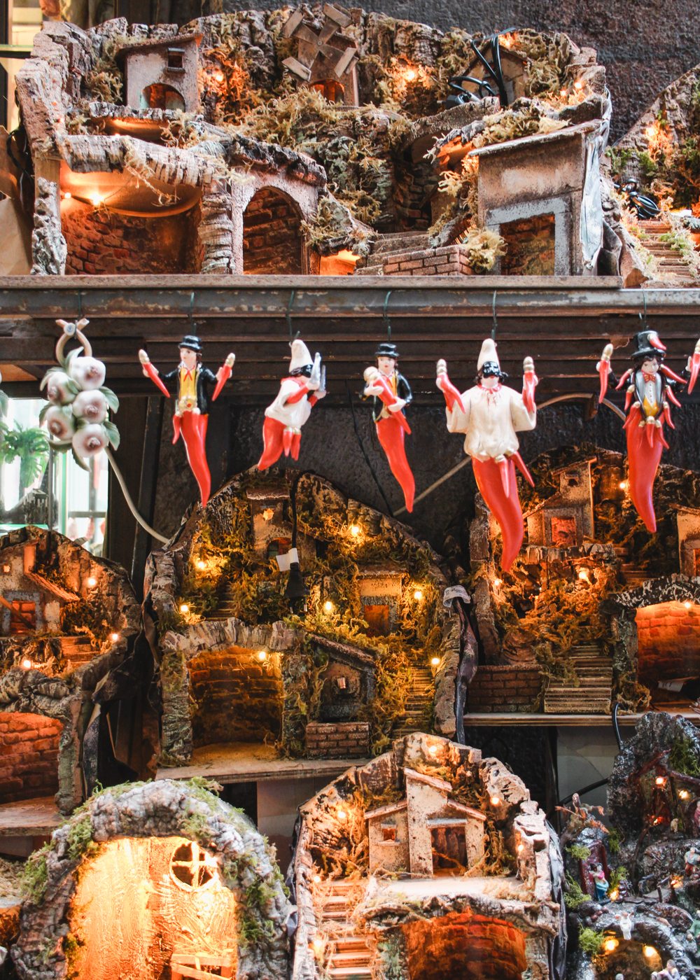 Is Chilis Open On Christmas.Visiting Christmas Alley In Naples Italy Petite Suitcase