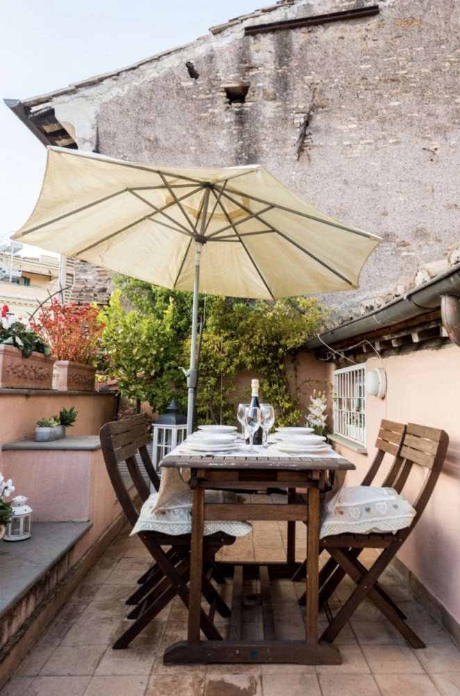 10 Aibnbs with a Terrace in Rome