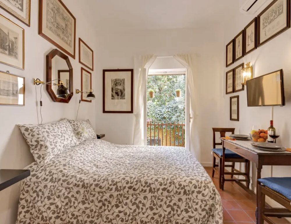Courtyard apartment in Trastevere