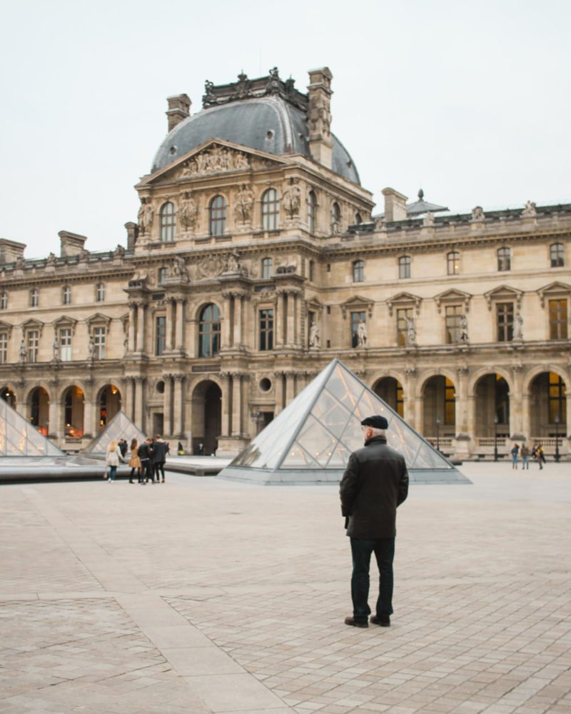 Man standing in front of the Louvre | Paris Museums