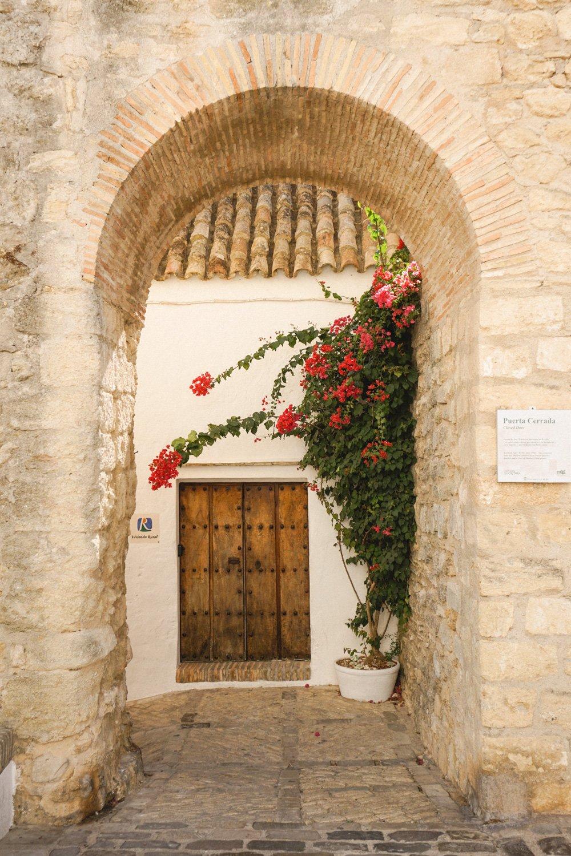 Vejer de la Frontera - Archway with flowers.