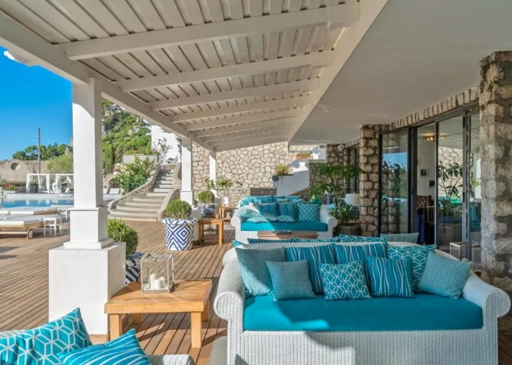 Outdoor pool area at Hotel Mamela, Capri
